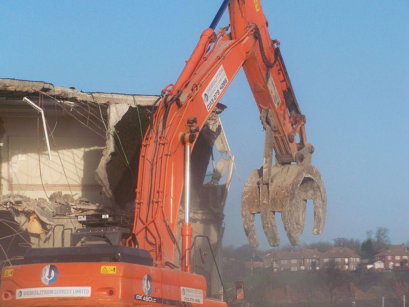 Leeds_Foxwood_Demolition_Mtaylor848_Wikimedia